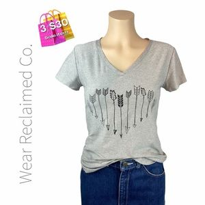 """🛍3/$30 SALE🛍 Grey """"Arrows"""" Fitted T-Shirt"""